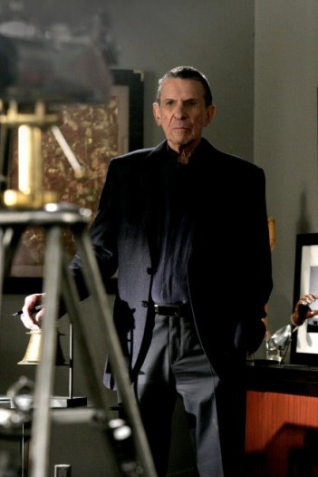 Leonard Nimoy guest star dell'episodio There's More Than One of Everything di Fringe