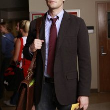 Matthew Morrison in una scena del pilot della serie Glee