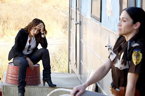 Sarah Shahi E Timilee Romolini In Una Scena Dell Episodio Evil And His Brother Ziggy Della Serie Tv Life 114842