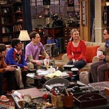Una scena di gruppo dell'episodio The Dead Hooker Juxtaposition di The Big Bang Theory
