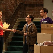 Valerie Azlynn, Johnny Galecki e Jim Parson nell'episodio The Dead Hooker Juxtaposition di The Big Bang Theory