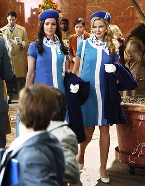 Gretchen Mol E Keri Lynn Pratt In Una Scena Nell Episodio Coffee Tea Or Annie Della Serie Tv Life On Mars 115036