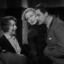 Robert Donat con Madeleine Carroll in una sequenza de Il club dei trentanove