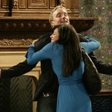 Aimee Garcia e Jay Mohr nell'episodio Gary and Dennis' Sister di Gary Unmarried