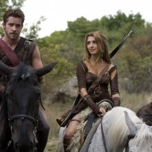 India de Beaufort e Sean Maguire a cavallo nella serie Kröd Mändoon and the Flaming Sword of Fire