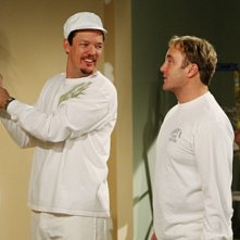 Jay Mohr e la guest star Matthew Lillard nell'episodio Gary's Ex-Brother-In-Law di Gary Unmarried