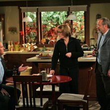 Jay Mohr, Jane Curtin e Martin Mull in una scena dell'episodio Gary Uses His Veto di Gary Unmarried