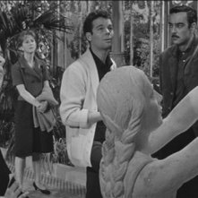 Julie Harris, Claire Bloom,  Richard Johnson e Russ Tamblyn in una scena de Gli invasati