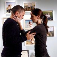 Sarah Wayne Callies e Wentworth Miller in una scena dell'episodio S.O.B. di Prison Break