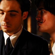 Javier Beltrán e Robert Pattinson in un'immagine del film Little Ashes