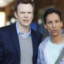 Joel McHale e Danny Pudi nella nuova sit-com NBC Community