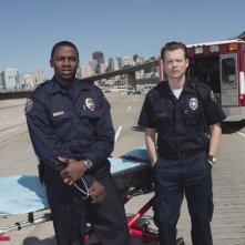 Kevin Rankin e Derek Luke in una foto promozionale della serie Trauma