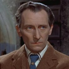 Peter Cushing è il dottor Van Helsing in Le spose di Dracula
