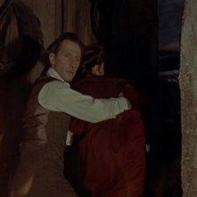 Peter Cushing in una scena di Le spose di Dracula