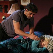 John Stamos con Chloe Greenfield nell'episodio 'Dying Is Easy...' della serie tv ER - Medici in prima linea