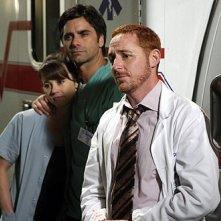 Linda Cardellini, John Stamos e Scott Grimes nell'episodio 'The Book of Abby' della serie tv ER - Medici in prima linea
