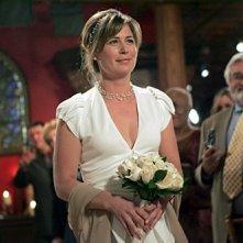 Maura Tiernery durante la cerimonia di nozze di Luka e Abby nell'episodio 'I Don't' della serie tv ER - Medici in prima linea