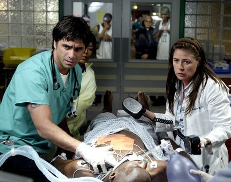 Maura Tierney E John Stamos Nell Episodio The Book Of Abby Della Serie Tv Er Medici In Prima Linea 115696