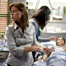 Maura Tierney in una scena dell'episodio 'Life After Death' della serie tv ER - Medici in prima linea