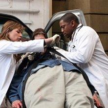 Maura Tierney insieme a Mekhi Phifer in una scea dell'episodio 'Family Business' della serie tv ER - Medici in prima linea