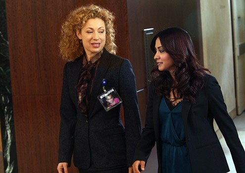 Parminder Nagra Insieme A Alex Kingston Nell Episodio Dream Runner Dell Ultima Stagione Di Er Medici In Prima Linea 115700