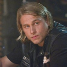Charlie Hunnam in una scena del pilot di Sons of Anarchy
