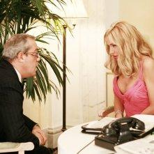 Gianni Ferreri e Valeria Marini in una scena della serie TV Piper