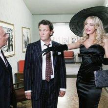 Maurizio Casagrande, Enzo Salvi e Valeria Marini in una scena della serie TV Piper
