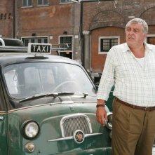 Maurizio Mattioli in una scena della serie TV Piper
