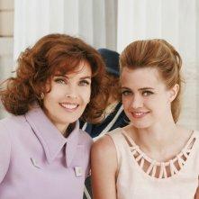 Nathalie Rapti Gomez e Carol Alt in una scena della serie TV Piper