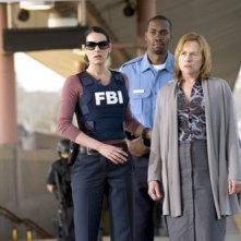 Paget Brewster con Amy Madigan nel finale della seconda stagione di Criminal Minds dal titolo: Senza via d'uscita - il ritorno di Frank