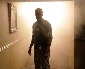 Shemar Moore in una scena di un episodio di Criminal Minds dal titolo 'Il Re dei pescatori - seconda parte'