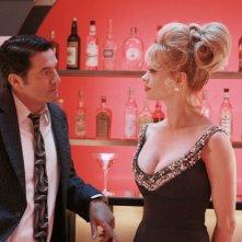 Teo Mammucari ed Anna Falchi in una scena della serie TV Piper