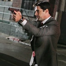 Thomas Gibson in una scena d'azione dell'episodio 'Note Mortali' della serie tv Criminal Minds