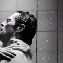 Charlotte Gainsbourg e Willem Dafoe in una scena del film Antichrist