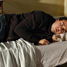 Frankie Muniz in una scena dell'episodio 'Il Cavaliere della Notte' della terza stagione di Criminal Minds