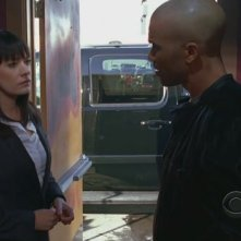 Shemar Moore e Paget Brewster nell'episodio 'House on fire' della quarta stagione di Criminal Minds