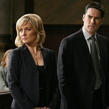 Thomas Gibson con Amy Carlson  in una scena dell'episodio 'Tabula Rasa' della serie tv Criminal Minds