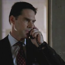 Thomas Gibson in una scena nell'episodio 'Demonology' della quarta stagione di Criminal Minds