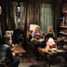 Un'immagine di gruppo nell'appartamento di Penelope nell'episodio di Criminal Minds 'Penelope'