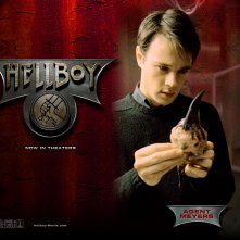 Wallpaper di Rupert Evans che interpreta John Myers nel film 'Hellboy'