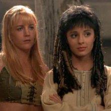 Shiri Appleby e Renée O'Connor nell'episodio 'Xena e la leggenda delle due Muse' della quarta stagione