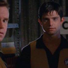 Steve Hytner (Milton Ross) e Max (Jason Behr) nell'episodio 'Il diario scomparso' di Roswell