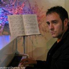Valerio Mastandrea in una scena di Non pensarci - La serie