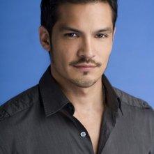 Nicholas Gonzalez è il Dr. Arturo Suarez in Mental