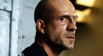Gianmarco Tognazzi in una scena del film Polvere