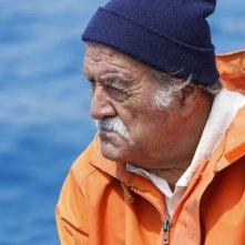 Ivo Garrani in una scena della serie televisiva L'isola dei segreti
