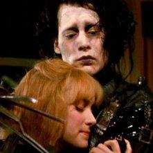 Johnny Depp e Winona Ryder nel film 'Edward mani di forbice'
