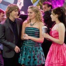 Sterling Knight, Tiffany Thornton ed Eden Sher in una scena dell'episodio Three's Not Company di Sonny tra le stelle