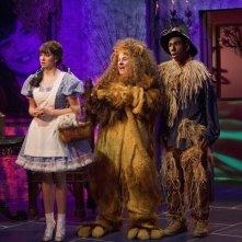 Tiffany Thornton, Doug Brochu e Brandon Smith in una scena dell'episodio Poll'd Apart di Sonny tra le stelle